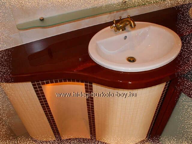 épített mosdópultban  falfülke