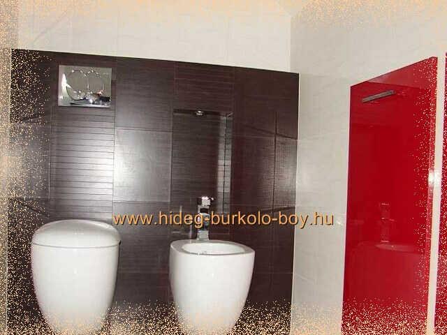 Fekete, fehér, piros színü fürdőszoba