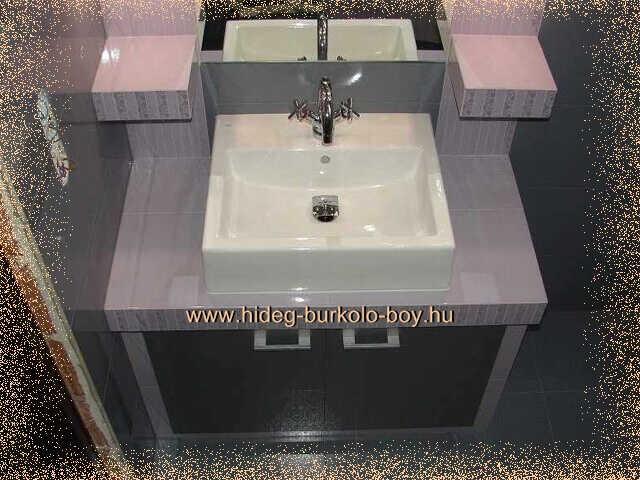 Lila fürdőszoba csempe burkolás