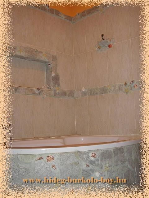 Fürdőszoba falfülke kád felett