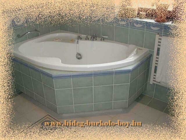 A kád belépővel kombinálva kényelmes hozzáférést biztosít gyermekünk fürdetésekor, így hasznos ez a építési forma is.
