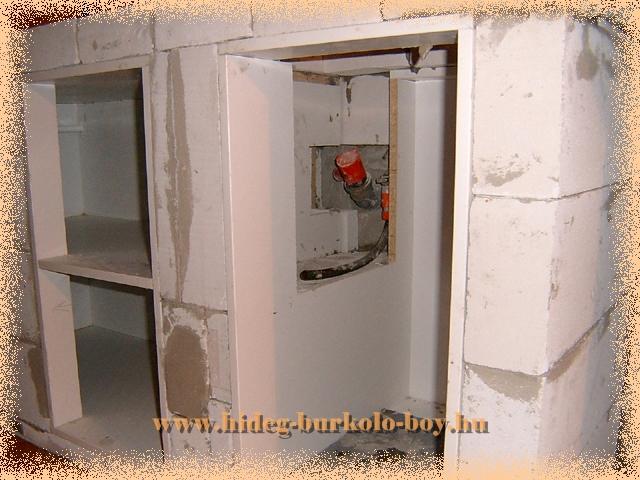 Épített konyha pult belső váza hagyományos bútor lapokból áll.