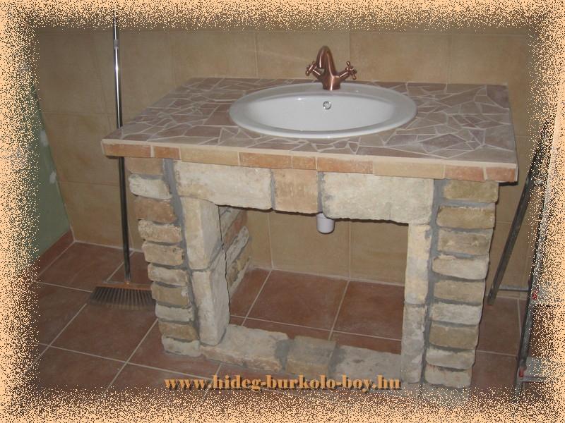 Építhető mosdó pult tisztított téglából is.