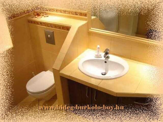 Hely igénynek megfelelően kialakított mosdó pult, építésekor a legjobb helykihasználás is fontos követelmény volt.