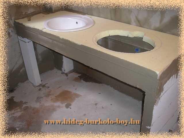 Mosdó építés munka fázisa, mosdó pult tetejének megépítése
