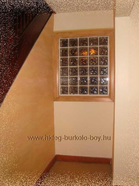 folyosó bevilágító üvegtégla fal