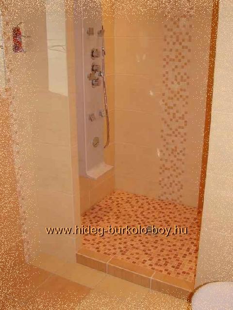 zuhanykabin mozaik burkolat díszítéssel