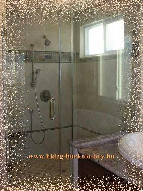 Épített zuhanyzó mozaik burkolással
