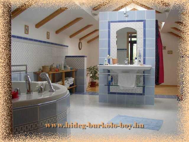 Fürdőszoba közepére megállmodott zuhanyzó