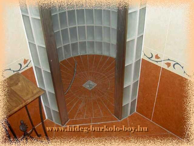 íves zuhanyzó üvegtégla fal